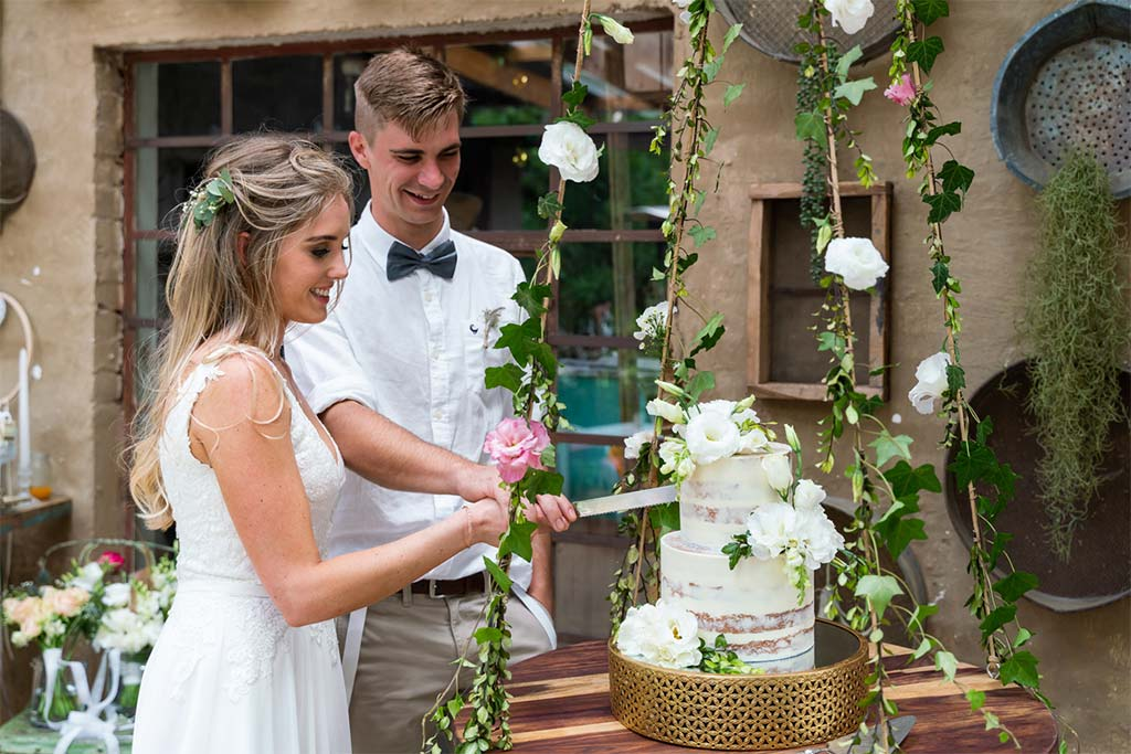 crystal barn country estate, midlands, nottingham road, wedding, sean baker photography, wedding reception, cutting of the cake, wedding cake